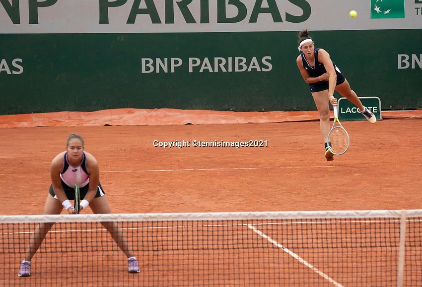 Paris, France, 2 june 2021, Tennis, French Open, Roland Garros, Womans doubles First round : Lesley Pattina-Kerkhove (NED) and  Rosalie van de Hoek (NED) (R)<br /> Photo: tennisimages.com