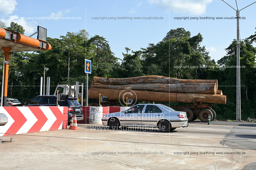 IVORY COAST, deforestation and timber trade to China, truck with logs at toll station / ELFENBEINKUESTE, Abholzung und Holzhandel nach China