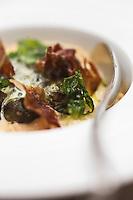 Europe/France/Rhône-Alpes/74/Haute-Savoie/Annecy:  Crozets en risotto crémeux avec escargots et émulsion à l'ail des ours, Recette d' Eric Prowalski. chef de l'Hôtel-Restaurant: Les Trésoms