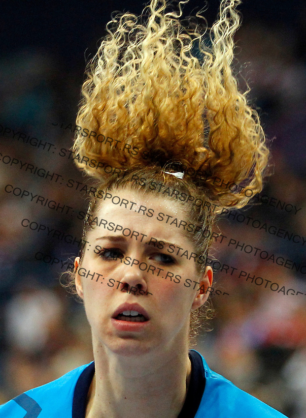 SERBIA, Belgrade: Brazil's goalkeeper Barbara Arenhart during handball Women's World Championship semi-final match between Brazil and Denmark in Belgrade, Serbia on Friday, December 20, 2013. (credit image & photo: Pedja Milosavljevic / STARSPORT / +318 64 1260 959 / thepedja@gmail.com)