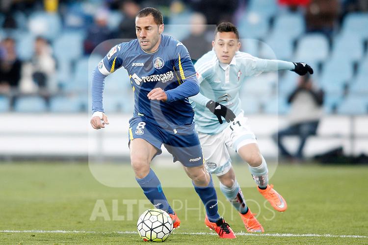 Getafe's Mehdi Lacen (l) and Celta de Vigo's Fabian Orellana during La Liga match. February 27,2016. (ALTERPHOTOS/Acero)