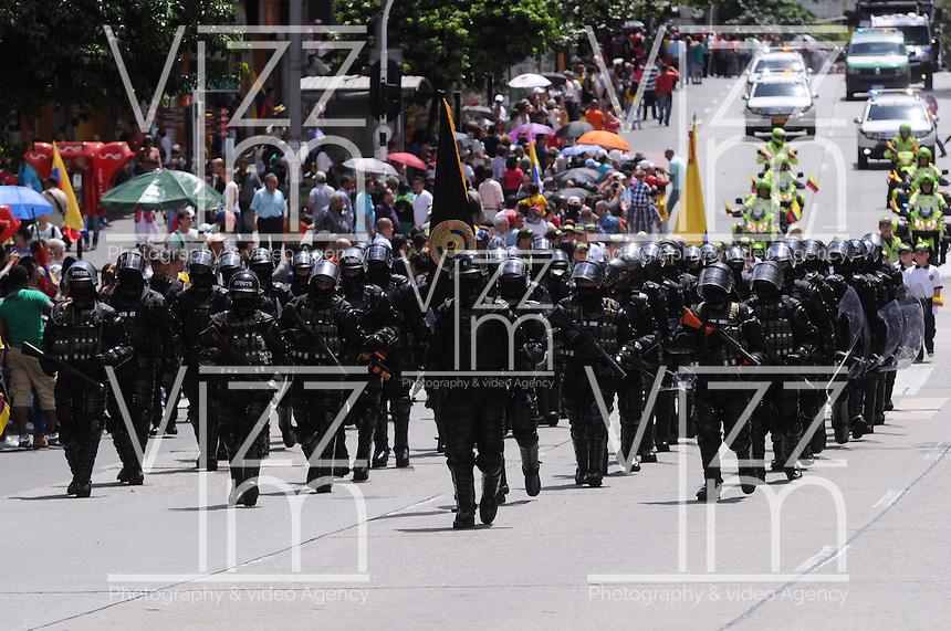 MEDELLÍN - COLOMBIA, 20-07-2014. Aspecto del desfile militar del 20 de Julio, en conmemoración del Día de la Independencia de Colombia, por las calles de Medellín./ Aspecto of the 20th July military parade, in conmemoration of the Independence Day in Colombia, by the streets of Medellín . Photo: VizzorImage/Luis Rios/STR