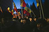 Demonstranten vor dem Parlamentsgebäude. Zehntausende demonstrieren gegen die neue Regierung in Chisinau, Republik Moldau. / <br />Protesters in front of the parliament. Tens of thousands protest against the new government in Chisinau, Republic of Moldova.
