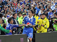 BOGOTA -COLOMBIA. 19-04-2014. Dayro Moreno  de Millonarios  celebra su gol  contra el Deportes Tolima  partido por la fecha 18 de La liga Postobon 1 disputado en el estadio Nemesio Camacho El Campin. /  Dayro Moreno of Millonarios  celebrates his goal against Deportes Tolima  match date 18 The Postobon one league match at the Estadio Nemesio Camacho El Campin. . Photo: VizzorImage/ Felipe Caicedo / Staff