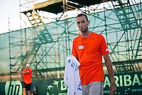 06-07-11, Tennis, South-Afrika, Potchefstroom, Daviscup South-Afrika vs Netherlands, Training Nederlands team, THomas Schoorel met op de achtergrond Thiemo de Bakker