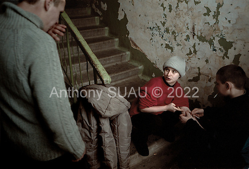 Tolyatti, Russia..Heroine addicts, Alyona, 25 years old and Jenya (left), 24 years old, shot up in the hallway of an apartment complex.
