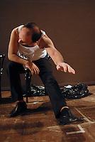 """Casa dei Risvegli a Bologna centrospecializzato nella cura dei casi vegetativi e post-vegetativi..Dispone, unica struttura in Italia, di 10 appartamenti dove i famigliari possono rimanere accanto ai propri cari 24h al giorno. Assieme ai trattameni medici più evoluti, molto spazio viene dedicato al laboratorio sensoriale ed alla terapia teatrale. E' stata costituita una compagnia teatrale stabile, Gli Amici di Luca. Il fondatore è Fulvio De Nigris. Alessandro Bergonzoni il testimonial """"...se sei in coma, appena puoi fatti vivo.."""""""