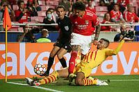 29th September 2021: Estadio da Luz, Lisbon, Portugal;  UEFA Champions league group E,  S.L.Benfica versus Barcelona; Darwin Nunez S.L.Benfica, Ronald Araujo FC Barcelona