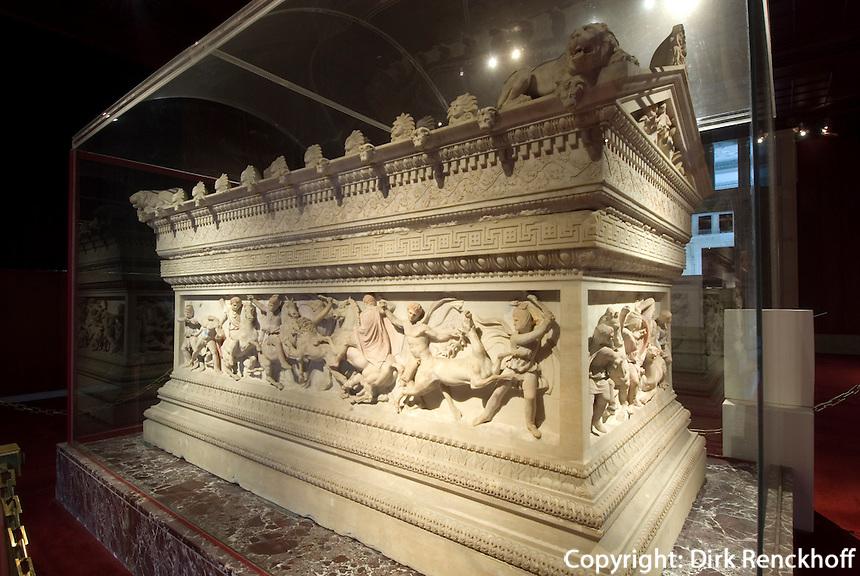 Türkei, Alexandersarkophag im archäologischen Museum (Archeoloji Müzesi)  in Istanbul,  der Sarkophag stammt aus der Nekropole Sidon im Libanon (4.Jh. v.Chr.)