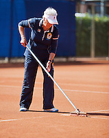 September 01, 2014,Netherlands, Alphen aan den Rijn, TEAN International, Line umpire sweeping the lines<br /> <br /> Photo: Tennisimages/Henk Koster