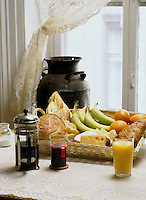File Photo<br /> <br /> A healthy Breakfast made of fruits, bread, cheese, juice and coffee.<br /> <br /> <br /> Mandatory Credit: Photo by Pierre Roussel- Images Distribution. (©) Copyright 2004 by Pierre Roussel <br /> <br /> NOTE : scan from 2 1/4 slide
