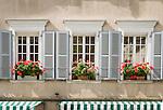 Switzerland, Canton Valais, Sion: windows, house front | Schweiz, Kanton Wallis, Sion (Sitten): Hausfassade in der Altstadt