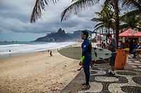 RJ. Rio de Janeiro. 04.06.2020 FLEXIBILIZAÇÃO Movimentação na orla da zona sul com o novo decreto de flexibilização da prefeitura nas praias neste sábado, (04)