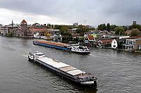Nederland - Zaanstad Zaandam- 2020.   Huizen aan de Zaan. Binnenvaart.   Foto ANP / HH / Berlinda van Dam