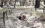 Petite fille durant un entrainement paramilitaire dans un camp de jeunesse patriotique. Depuis le début du conflit dans le Donbass, un vent nationaliste soufle sur le le pays. Les enfants sont envoyés par centaines dans des camps de jeunesse paramilitaire ou patriotique,  banlieue de Kiev, Ukraine, août 2017.