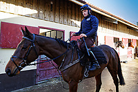 Pictured: Sean Bowen prepares a horse. Wednesday 10 January 2018<br /> Re: Peter Bower Racing in Little Newcastle, west Wales, UK.