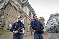 - Milano 19.11.2015 - Polizia in servizio di sicurezza aniterrorismo davanti al teatro Alla Scala<br /> <br /> - Milan 19/11/2015 - Police in the service of anti-terrorism security in front of alla Scala  theater
