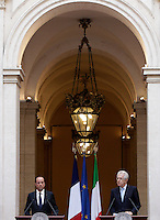 Il Presidente della Repubblica Francese Francois Hollande, a sinistra, ed il Presidente del Consiglio Mario Monti tengono una conferenza stampa congiunta al termine del loro incontro a Palazzo Chigi, Roma, 14 giugno 2012..French President Francois Hollande, left, and Italian Premier Mario Monti attend a joint press conference at the end of their talks at Chigi Palace, Rome, 14 june 2012..UPDATE IMAGES PRESS/Riccardo De Luca