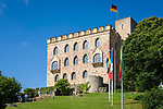 Deutschland, Rheinland-Pfalz, Neustadt an der Weinstrasse: Das Hambacher Schloss, Symbol der deutschen Demokratiebewegung | Germany, Rhineland-Palatinate, Neustadt an der Weinstrasse: Hambach Castle, symbol of the German democracy movement