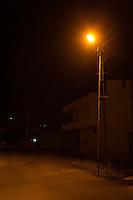 Une rue d'Adiyaman, la nuit.
