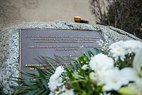 """Gedenken an Ehrenmord-Opfer Hatun Sueruecue in der Oberlandstrasse im Berliner Bezirk Tempelhof-Schoeneberg am Dienstag den 5. Februar 2021.<br /> Aufgrund der Corona-Pandemie fand das Gedenken nur im kleinen Kreis durch statt.<br /> Die 21jaehrige Deutsch-Kurdin wurde am 7.2.2005 von ihrer Familie ermordet, weil sie sich nicht an die """"traditionellen Familienwerte"""" halten und ein selbstbestimmtes Leben fuehren wollte. Sie hat gegen den Willen Ihrer Familie eine Ausbildung zur Elektroinstallatoerin gemacht hat und mit ihrem unehelichen Kind.<br /> Der Mord wurde in Abstimmung mit der Familie von ihren Bruedern durchgefuehrt, als Taeter wurde der damals minderjaehriger Bruder vorgeschickt. Zwei Brueder fluechteten in die Tuerkei.<br /> 5.2.2021, Berlin<br /> Copyright: Christian-Ditsch.de"""
