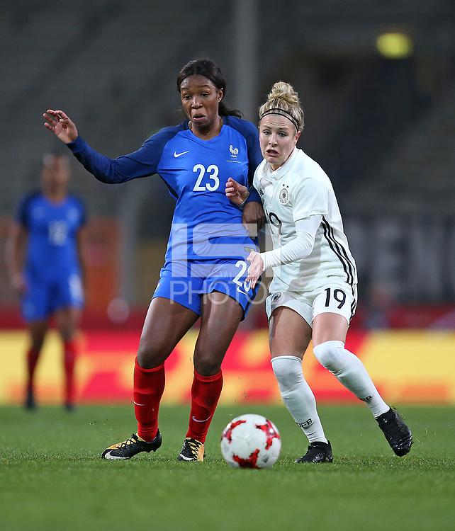 24.11.2017, Football Frauen Laenderspiel, Germany - France, in der SchuecoArena Bielefeld.  Grace Geyoro (France) - Svenja Huth (Germany)  *** Local Caption *** © pixathlon +++ tel. +49 - (040) - 22 63 02 60 - mail: info@pixathlon.de<br /> <br /> +++ NED + SUI out !!! +++