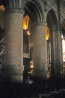 Gloucester: Gloucester Cathedral--Nave, detail. Transition from Romanesque to Gothic. Photo '90.