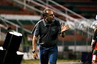 TULUA - COLOMBIA, 16-02-2020: Jaime de la Pava técnico del Cortuluá gesticula durante partido por la fecha 3 por la fecha 5 del Torneo BetPlay DIMAYOR I 2020 entre Cortuluá y Bogotá F.C. jugado en el estadio 12 de Octubre de Tuluá. / Jaime de la Pava coach of Cortulua de Cali gestures during match for the date 5 as part of BetPlay DIMAYOR Tournament I 2020 between Cortulua and Bogota F.C. played at 12 de Octubre stadium in Tulua. Photo: VizzorImage / Juan Jose Horta / Cont