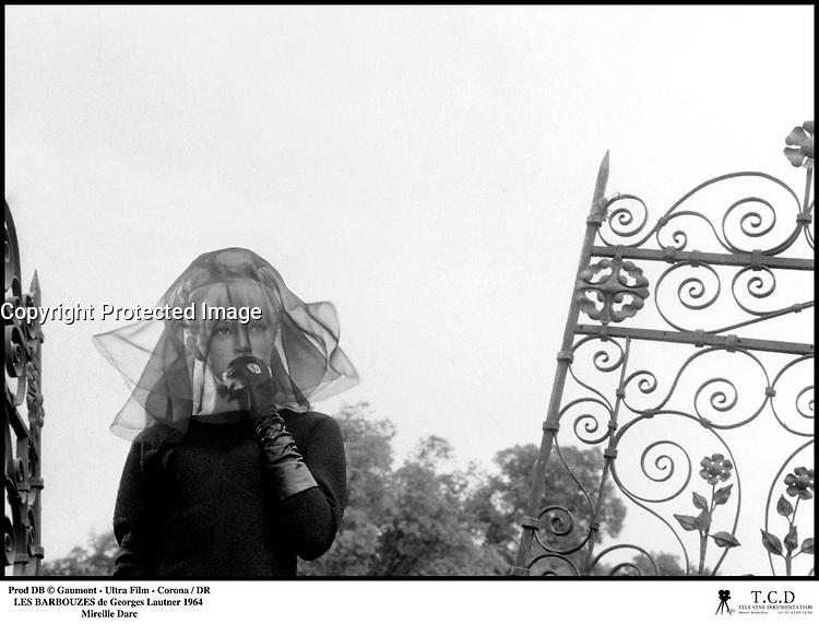 Prod DB © Gaumont - Ultra Film - Corona / DR<br /> LES BARBOUZES de Georges Lautner 1964 FRA / ITA<br /> avec Mireille Darc<br /> deuil, tristesse, voilette, enterrement, deuil<br /> dialogues de Michel Audiard<br /> scenario de Albert Simonin
