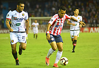 BARRANQUILLA - COLOMBIA ,08-05-2019: James Sánchez  (Der.) jugador del Atlético Junior  de Colombia  disputa el balón con Giancarlo Carmona   (Izq.) jugador del  Melgar del Perú  durante partido por la  Copa CONMEBOL Libertadores 2019 jugado en el estadio Metropolitano Roberto Meléndez de la ciudad de Barranquilla . / James Sanchez (Der.) Player of Atlético Junior of Colombia disputes the ball with Giancarlo Carmona (Left) player of Melgar of Peru during the match for  the Copa CONMEBOL Libertadores 2019 played at the Metropolitan Stadium Roberto Meléndez from the city of Barranquilla . Photo: VizzorImage / Alfonso Cervantes / Contribuidor.