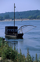 Europe/France/Centre/37/Indre-et-Loire/Brehemont : Bateau de pêche sur la Loire