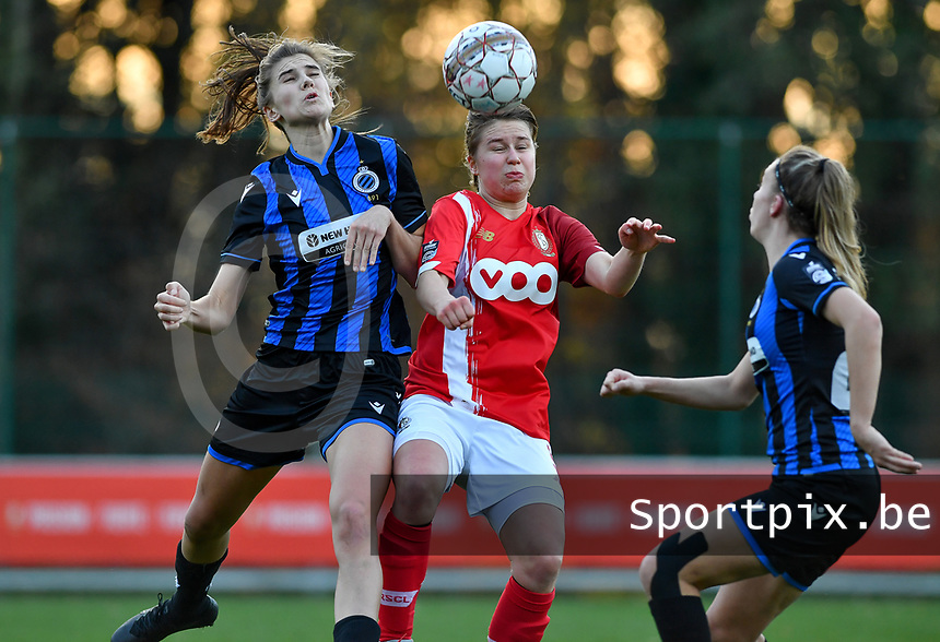 Marie Minnaert (13 Brugge) pictured in a fight for the ball with Standard's Aster Janssens and Talitha De Groote (20 Brugge)  during a female soccer game between Standard Femina de Liege and Club Brugge YLA on the seventh matchday of the 2020 - 2021 season of Belgian Scooore Womens Super League , saturday 14 th of November 2020  in Angleur , Belgium . PHOTO SPORTPIX.BE | SPP | DAVID CATRY