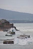 Europe/France/Aquitaine/64/Pyrénées-Atlantiques/Pays-Basque/Ciboure:  Le Fort de Socoa vue depuis la Pointe Sainte-Barbe par gros temps