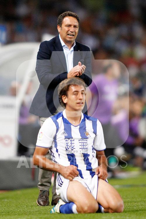 Real Sociedad's coach Eusebio Sacristan and Mikel Oyarzabal during La Liga match. August 21,2016. (ALTERPHOTOS/Acero)