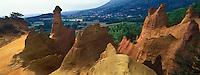 Europe/France/Provence-Alpes-Cote d'Azur/84/Vaucluse//Rustrel: Le Colorado provençal ou Ocres de Rustrel est un site touristique  - anciennes carrières d'ocre