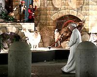 Papa Francesco si reca in visita al Presepe in Piazza San Pietro al termine dei Primi Vespri e Te Deum in ringraziamento per l'anno trascorso. Citta' del Vaticano, 31 dicembre 2016.<br /> Pope Francis visits the traditional Crib in St Peter's Square  after celebrating the new year's eve Vespers Te Deum at the Vatican, on December 31, 2016.<br /> UPDATE IMAGES PRESS/Isabella Bonotto<br /> <br /> STRICTLY ONLY FOR EDITORIAL USE