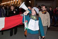 Milano, festeggiamenti per le rassegnate dimissioni del Presidente del Consiglio Silvio Berlusconi --- Milan, people celebrating Prime Minister Silvio Berlusconi's resignation