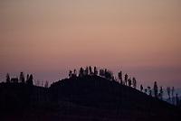 Sonnenuntergang im Yosemite National Park.<br /> 3.6.2017, Yosemite National Park, Kalifornien<br /> Copyright: Christian-Ditsch.de<br /> [Inhaltsveraendernde Manipulation des Fotos nur nach ausdruecklicher Genehmigung des Fotografen. Vereinbarungen ueber Abtretung von Persoenlichkeitsrechten/Model Release der abgebildeten Person/Personen liegen nicht vor. NO MODEL RELEASE! Nur fuer Redaktionelle Zwecke. Don't publish without copyright Christian-Ditsch.de, Veroeffentlichung nur mit Fotografennennung, sowie gegen Honorar, MwSt. und Beleg. Konto: I N G - D i B a, IBAN DE58500105175400192269, BIC INGDDEFFXXX, Kontakt: post@christian-ditsch.de<br /> Bei der Bearbeitung der Dateiinformationen darf die Urheberkennzeichnung in den EXIF- und  IPTC-Daten nicht entfernt werden, diese sind in digitalen Medien nach §95c UrhG rechtlich geschuetzt. Der Urhebervermerk wird gemaess §13 UrhG verlangt.]