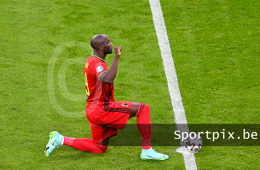 Belgian forward Romelu Lukaku (9) pictured kneeling down for BLM Black Lives Matter ahead of a soccer game during the quarter final Euro 2020 European Championship between the Belgian national soccer team Red Devils and Italy , called the Azzurri , on friday 2 nd of July 2021  in the Allianz Arena in Munchen , Germany . PHOTO SPORTPIX   SPP   DAVID CATRY