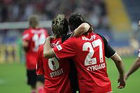 Albert Streit und Sotiros Kyrgiakos (beide Eintracht Frankfurt) jubeln über das 2:1