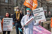 """Anlaesslich der Beratung der Welthandelsorganisation WTO ueber die Aufhebung der Patente fuer Corona-Impfstoffe demonstrierten Mitglieder der Interventionistischen Linken (IL), der Kampagnenorganisation attac und dem Verein demokratischer Pharmazeutinnen und Pharmazeuten e.V. am Mittwoch den 10. Maerz 2021 in Berlin vor dem Bundeswirtschaftsministerium unter dem Motto """"Impfstoff fuer Alle! Gebt die Patente frei!<br /> 10.3.2021, Berlin<br /> Copyright: Christian-Ditsch.de"""
