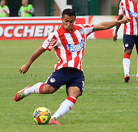 BUCARAMANGA -COLOMBIA-27-02-2014. Michael Ortega  (Izq) del Atletico Junior en accion contra la Alianza Petrolera   partido por la octava  fecha de la Liga Postob—n 2014-1 realizado en el estadio Alvaro Gomez Hurtado./  Michael Ortega (L) of Atletico Junior in action against Alianza Petrolera  game for the eighth round of the League held in 2014-1 Postob—n Alvaro Gomez Hurtado Stadium.  Photo:VizzorImage / Duncan Bustamante / Stringer