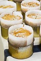 """Europe/France/Aquitaine/40/Landes/ Donzacq: Nadine Ducazaux prépare le gâteau régional le Pastis landais à la ferme- Ferme""""Leplace"""" //  France, Landes, Donzacq, Leplace Farm, Nadine Ducazaux preparing a traditional Pastis Landais cake"""