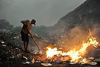 Sri Lanka Colombo, garbage mountain at Bloemendhal Road / Muellberg bei der Bloemendhal Road
