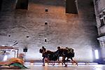 LIQUIDE..direction artistique et chorégraphie Christophe Haleb ..créé avec et interprété par Séverine Bauvais, Julien Chavrial, Christophe Le Blay, Katia Medici et Maxime Mestre ..musique originale Alexandre Maillard ..costumes Harald Lunde Helgesen ..lumière Alexandre Lebrun et Julien Soulatre..Compagnie : La Zouze..Lieu: Jardin de L'Evéché..Ville : Uzes..Festival Uzes Danse 2011..le 17/06/2011..© Laurent Paillier / photosdedanse.com..All rights reserved