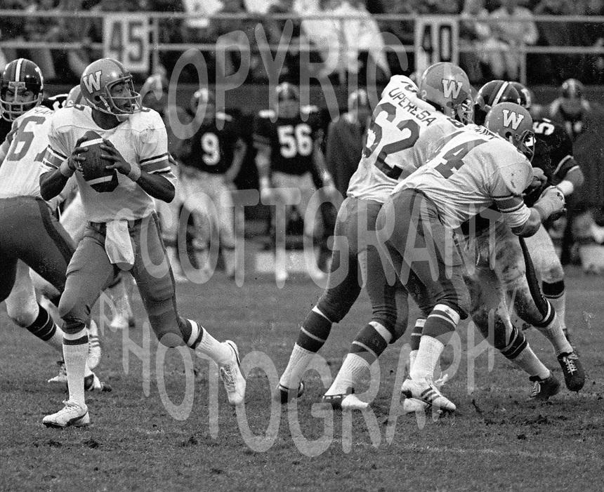 Chuck Ealey Winnipeg Blue Bombers quarterback during a game against the Ottawa Rough Riders 1974. Photo Scott Grant