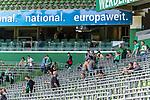 19.09.2020, wohninvest Weserstadion, Bremen, GER,  SV Werder Bremen vs Hertha BSC Berlin, <br /> <br /> <br />  im Bild<br /> <br /> Zuschauer brauchten auf den Sitzplaetzen auf der Tribune keine MAsken tragen Alltagsmasken (Mund-Nasen-Bedeckung). <br /> <br /> Foto © nordphoto / Kokenge<br /> <br /> DFL regulations prohibit any use of photographs as image sequences and/or quasi-video.