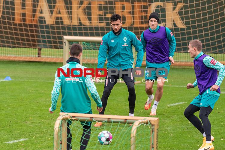 16.11.2020, Trainingsgelaende am wohninvest WESERSTADION - Platz 12, Bremen, GER, 1.FBL, Werder Bremen Training<br /> <br /> Davie Selke  (SV Werder Bremen #09)<br /> Maximilian Eggestein (Werder Bremen #35)<br /> Niklas Moisander (Werder Bremen #18 Kapitaen)  ,Ball am Fuss, <br /> Ludwig Augustinsson (Werder Bremen #05)<br /> <br /> <br /> <br /> Foto © nordphoto / Kokenge *** Local Caption ***