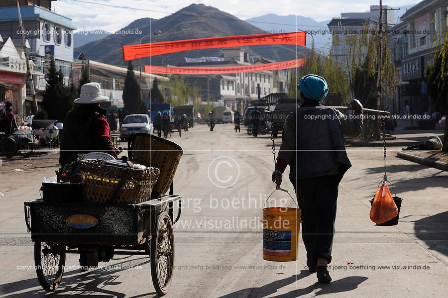 CHINA Yunnan, Yongningxiang, home of the ethnic minority Mosuo who are buddhist  / CHINA Yunnan, Yongningxiang, Heimat der ethnischen Minderheit Mosuo, die Mosuo sind Buddhisten