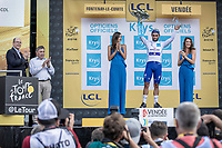 Fernando Gaviria (COL/Quick Step Floors) wins the sprint of the first stage and takes also the white jersey. <br /> <br /> Stage 1: Noirmoutier-en-l'Île > Fontenay-le-Comte (189km)<br /> <br /> Le Grand Départ 2018<br /> 105th Tour de France 2018<br /> ©kramon